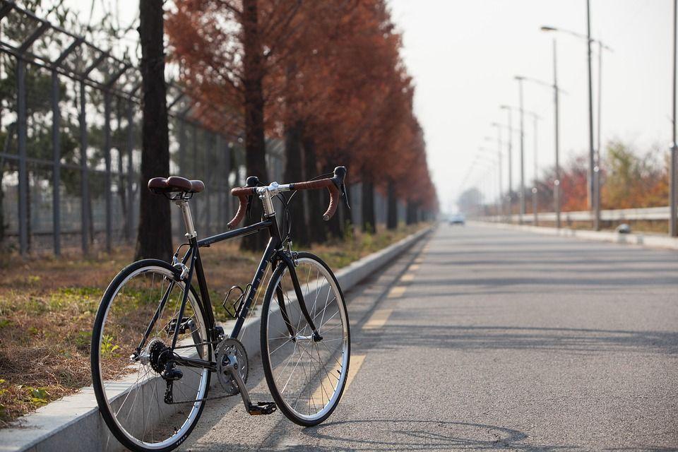 Rower szosowy – jak wybrać ten właściwy?